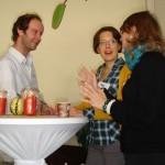 Stehtisch- statt Flurgespräche beim Socialcamp (Foto: Helpedia)